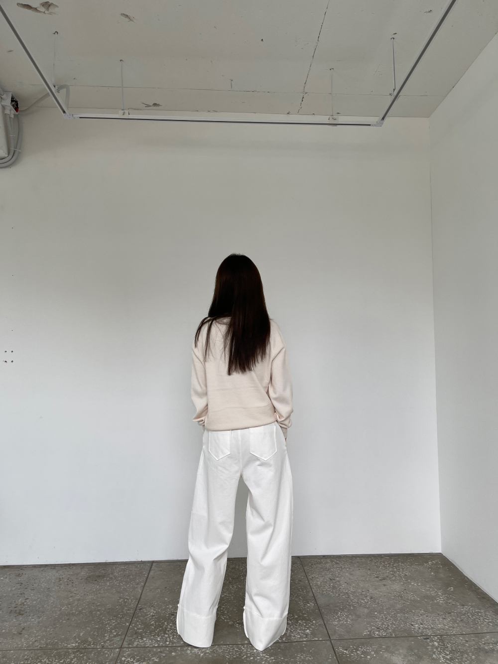 반팔 티셔츠 모델 착용 이미지-S3L17