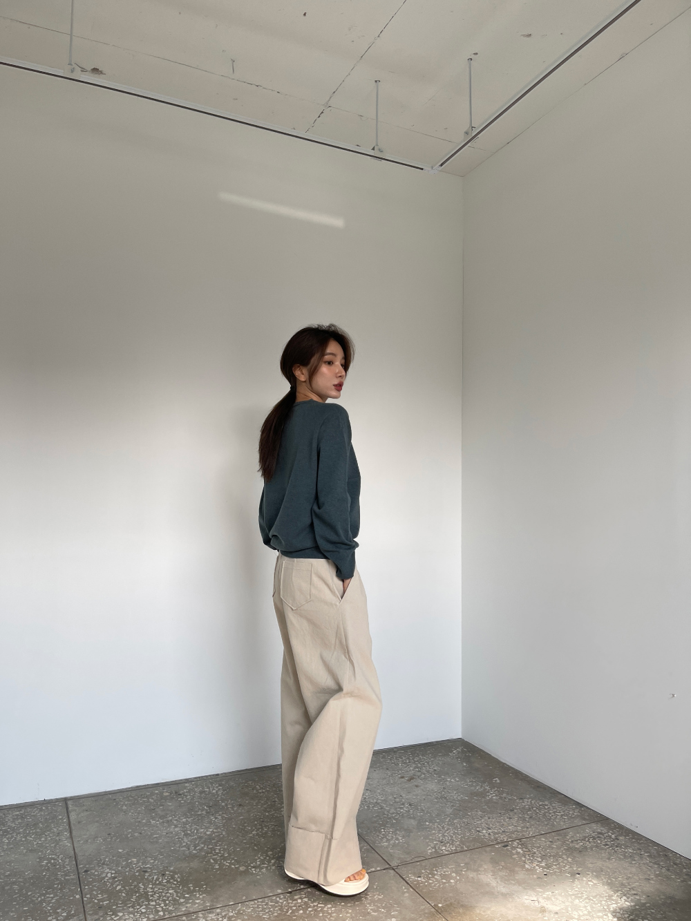 반팔 티셔츠 모델 착용 이미지-S3L46