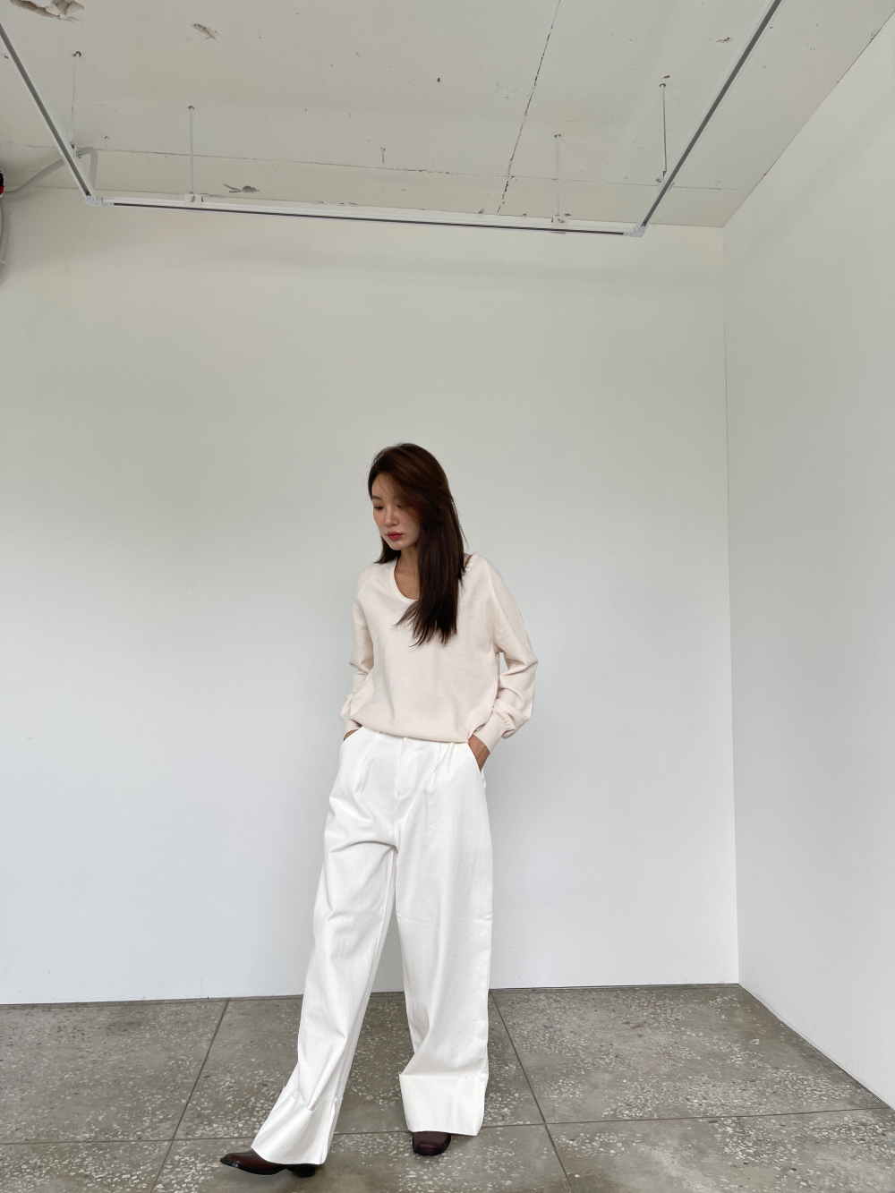 반팔 티셔츠 모델 착용 이미지-S3L4